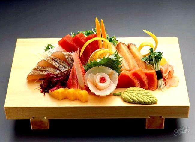 Суші-салат з кальмаром і яйцями