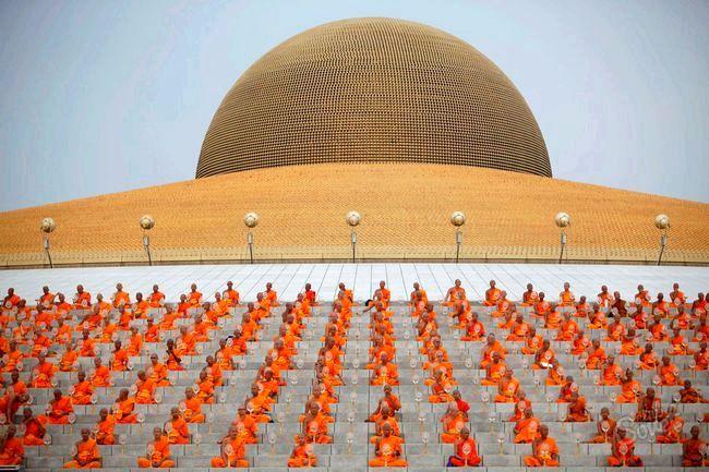 Як у Таїланді святкують день просвітлення будди