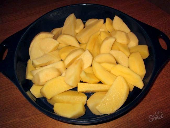 Як запекти картоплю в духовці