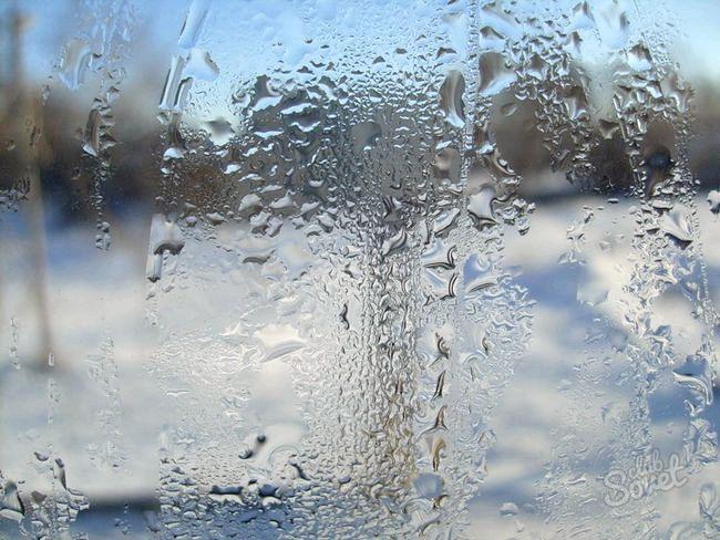 Чому взимку потіють вікна